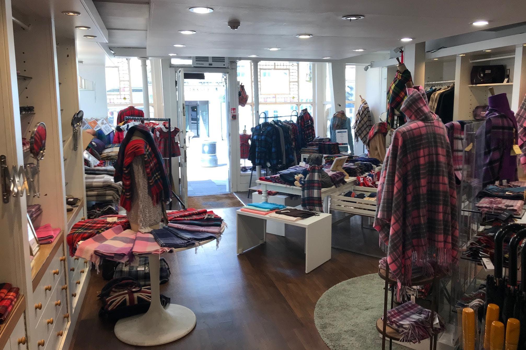 50 High Street, Windsor, Retail To Let - IMG_8874.jpg