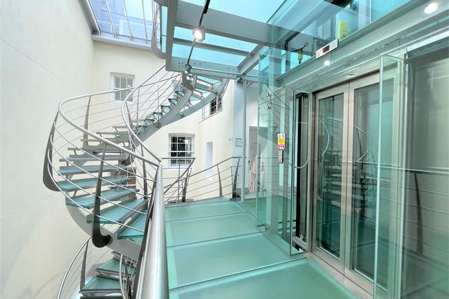 22 King Street, London, Offices To Let - Staircase 1