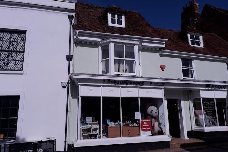 30 Broad Street, Alresford, Retail To Let - main.jpg
