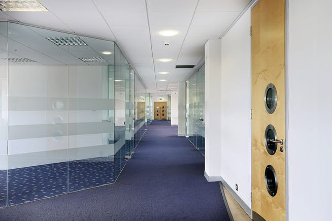8th Floor, Ocean House, The Ring, Bracknell, Offices To Let - e3f8aeaf09dd34e24cde1161ff40d6ac9f94f9d2.jpg