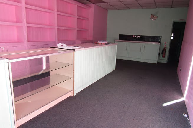 24 Dukes Ride, Crowthorne, Retail For Sale - IMG_0615.JPG