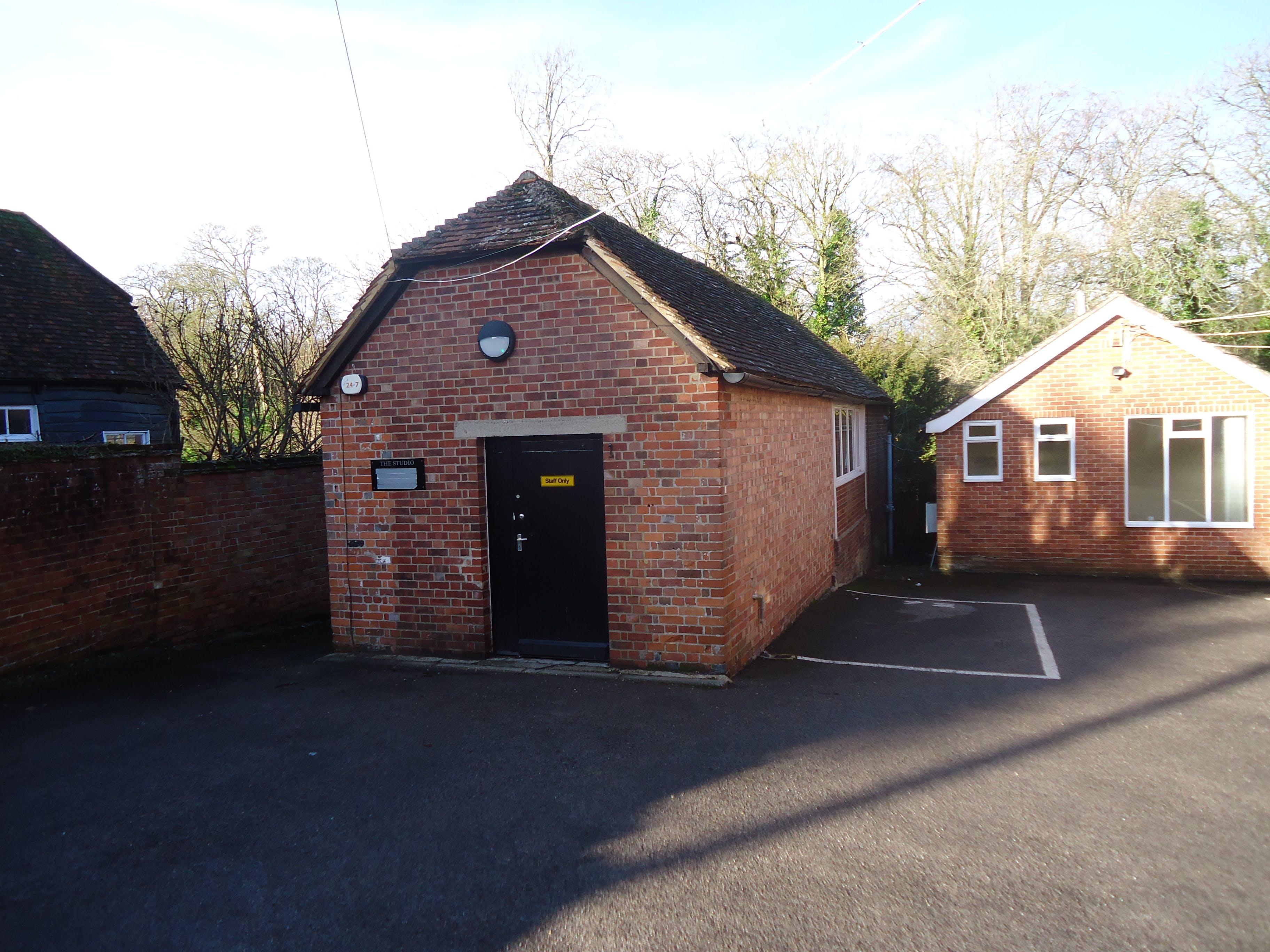 24 Swan Street Kingsclere, 24 Swan Street, Newbury, Development (Land & Buildings) / Investments / Offices For Sale - DSC00004.JPG
