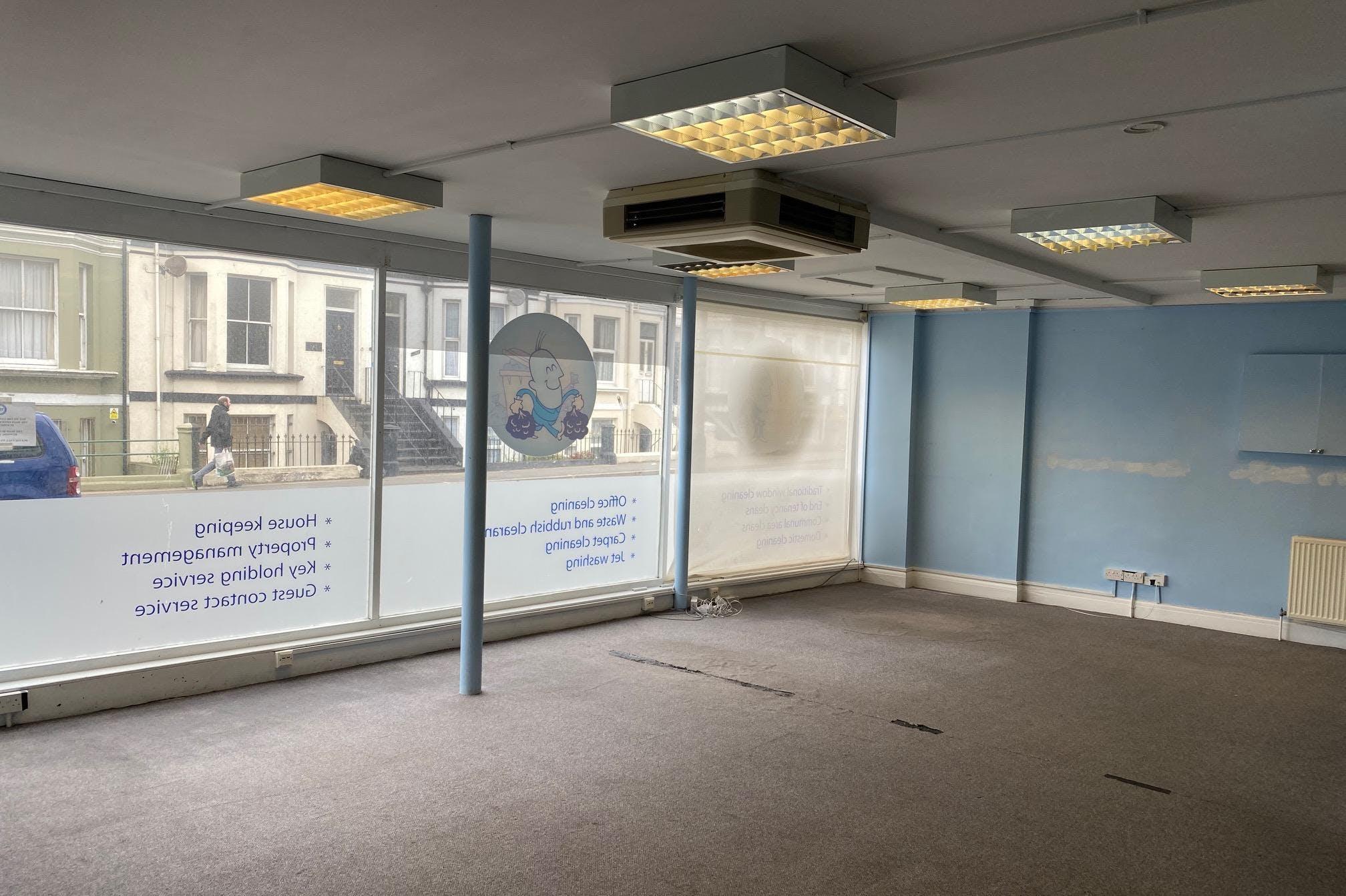 123-124 Queens Road, Hastings, Office / Retail To Let - IMG_3322.jpg