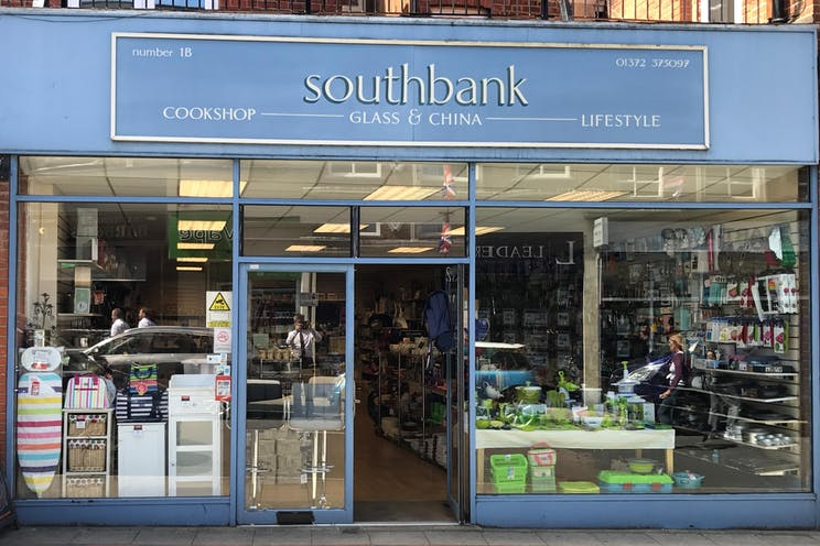1B, 3 North Street, Leatherhead, Retail To Let - IMG_6104.JPG