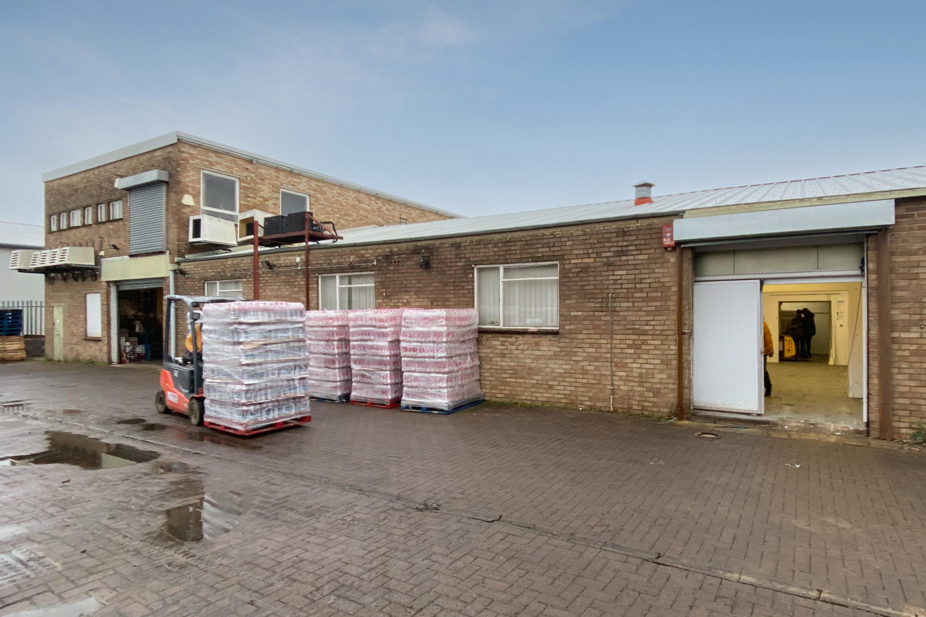 6 Lupton Road, Thame, Industrial / Investment To Let - FieldsExt03.jpg