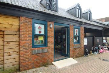 5 Central Walk, Wokingham, Retail To Let - IMG_9330.JPG