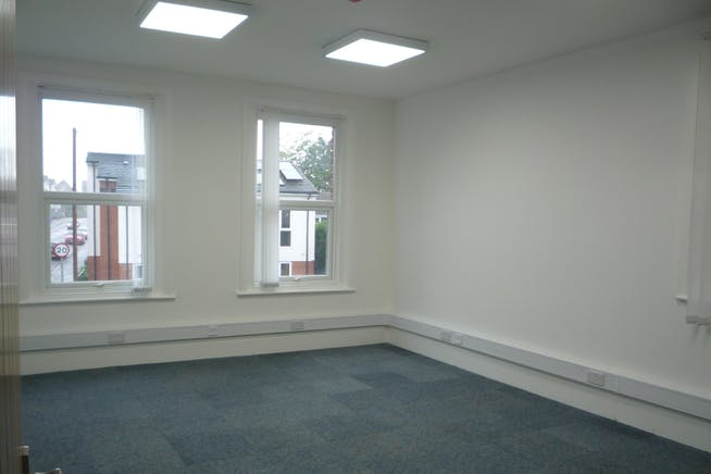 30 Reading Road South, Fleet, Office To Let - P1040347.JPG