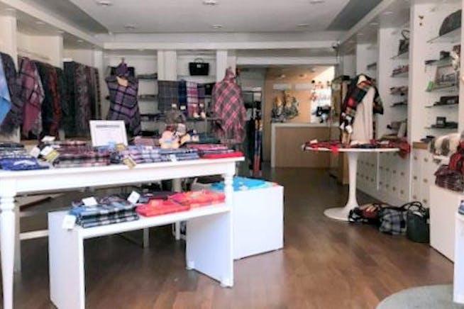 50 High Street, Windsor, Retail To Let - IMG_8747.jpg