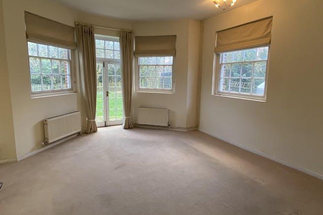Home Farmhouse, Goodley Stock Road, Westerham To Let - Living Room.jpg