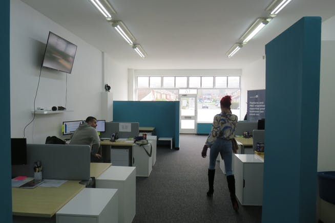 16 Northfield Road, Fleet, Offices / Retail For Sale - IMG_0754.JPG