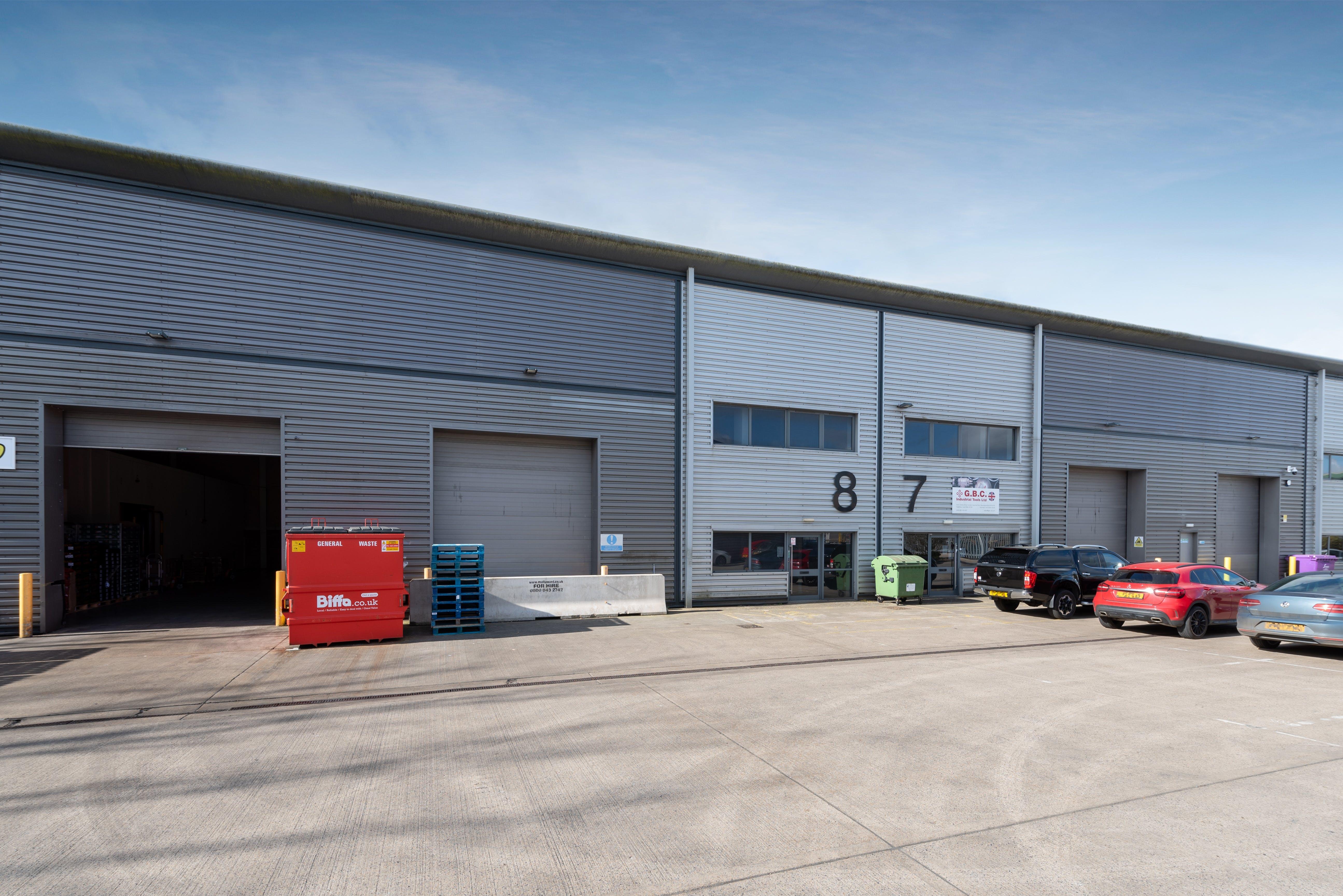 8 Drakes Drive, Aylesbury, Industrial To Let - FRONT 2.jpg