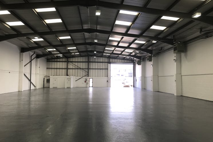 17a Invincible Road, Farnborough, Warehouse & Industrial / Retail To Let - IMG_2973.jpg