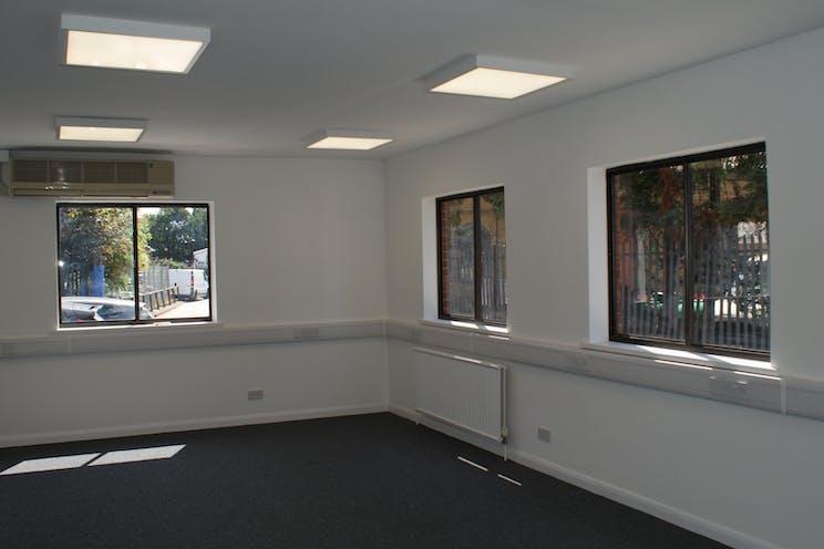 128a Kingston Road, Leatherhead, Offices To Let - DSC04847.JPG