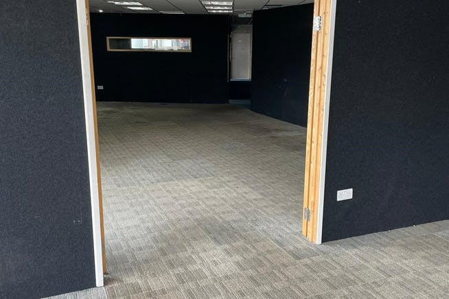 4 Connaught Road, London, Office / Retail To Let - 5.jpg