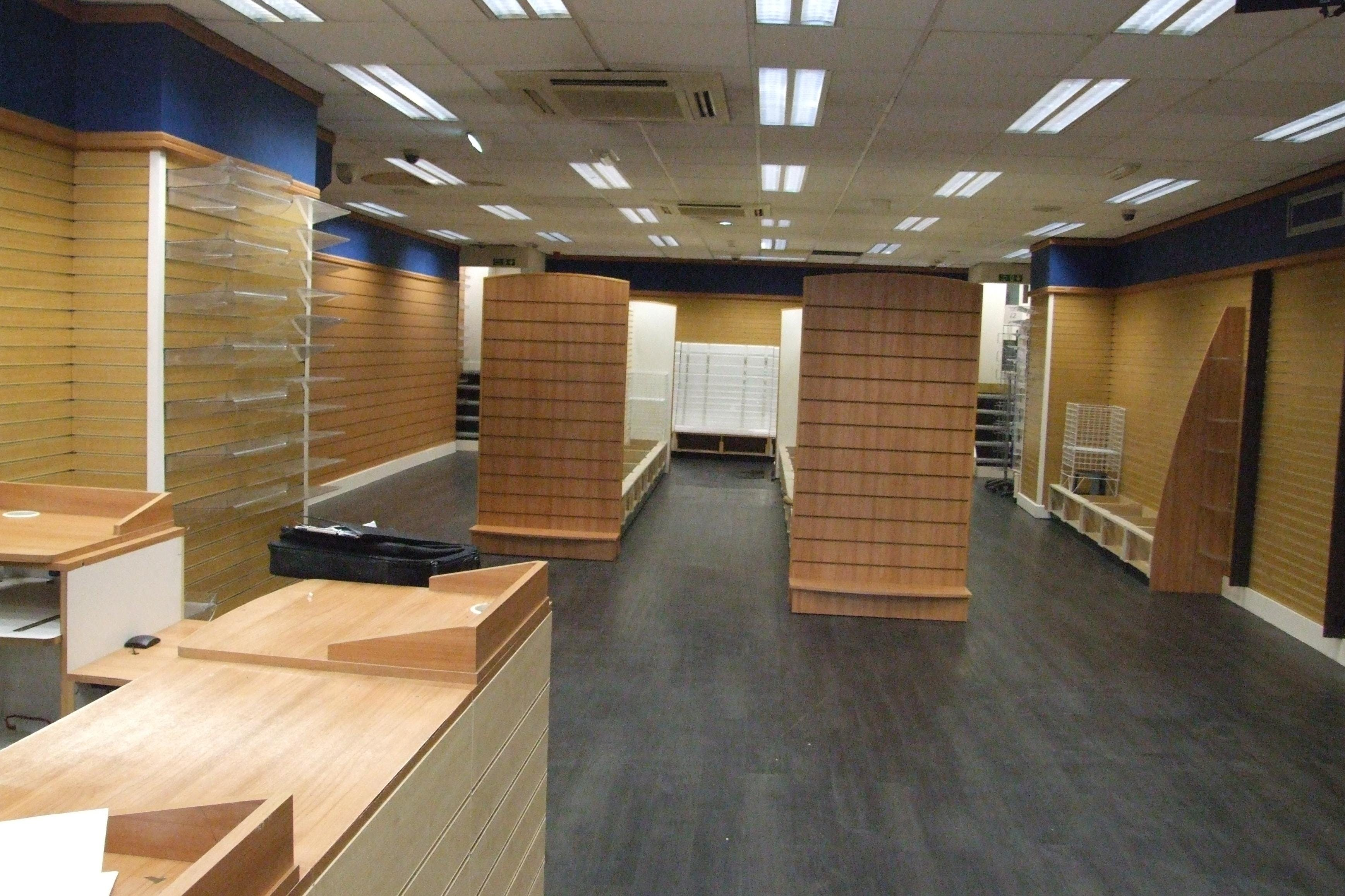 10 High Street, Chesterfield, Retail To Let - 10_High_Street_Chesterfield_sales_area.JPG