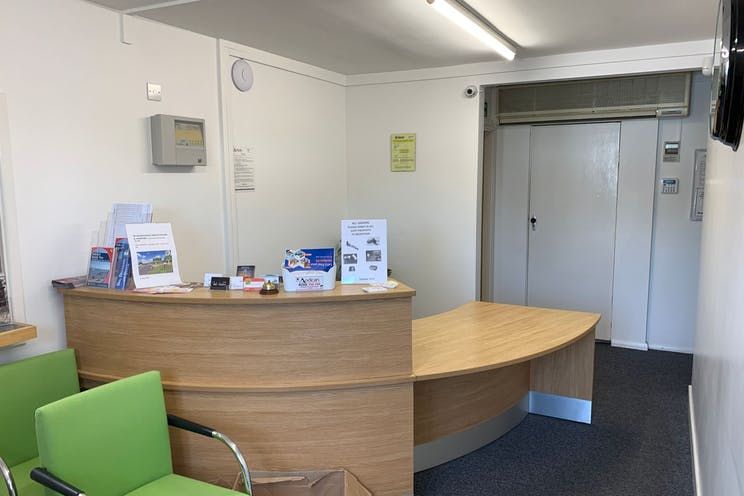 2 Downley Road, Havant, Office / Industrial / Trade Counter To Let - yRPBwLqg.jpeg