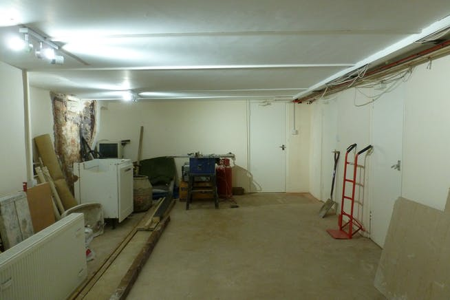 Basement, 81 High Street, Maidenhead, Industrial To Let - P1070554.JPG