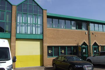 Unit 9 Brickfields Industrial Park, Bracknell, Industrial To Let - DSCF9488.JPG