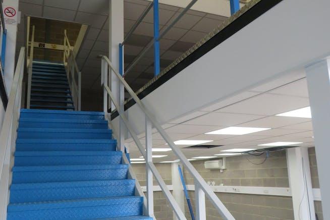 Unit 9 Hercules Way, Farnborough, Warehouse & Industrial To Let - IMG_0839.JPG