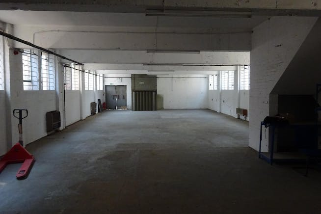 1 Bridge Close, Romford, Warehouse & Industrial To Let - DSC00382.JPG