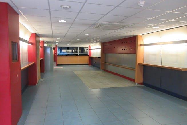 Ground Floor Retail Unit, 25 High Street, Shepperton, Retail To Let - IMG_2011.JPG