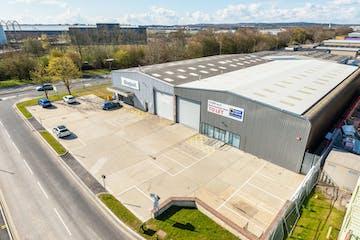 17a Invincible Road, Farnborough, Warehouse & Industrial / Retail To Let - 17AInvincibleRdFarnborough88.jpg