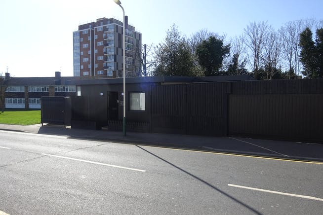 155 Abbs Cross Gardens, Hornchurch, Offices / Retail / Suis Generis (other) To Let - DSC01956.JPG