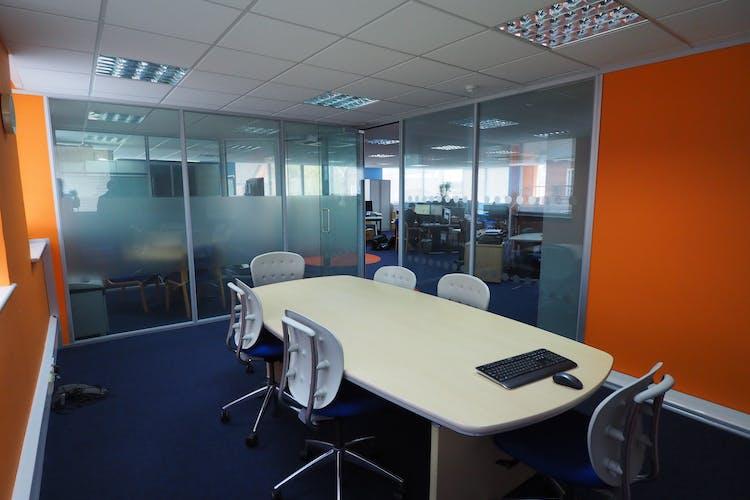 1st Floor, Westpoint, Horsham, Office To Let - P5270003.JPG
