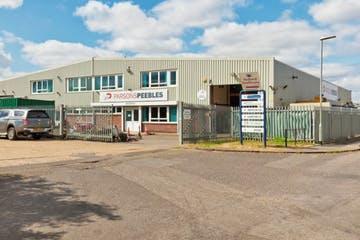 75 Loverock Road, Reading, Industrial To Let - 75 front photo.JPG