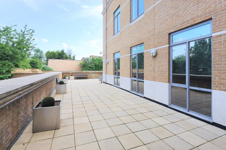 Magna House, 18-32 London Road, Staines, Offices To Let - A Exterior 07.JPG