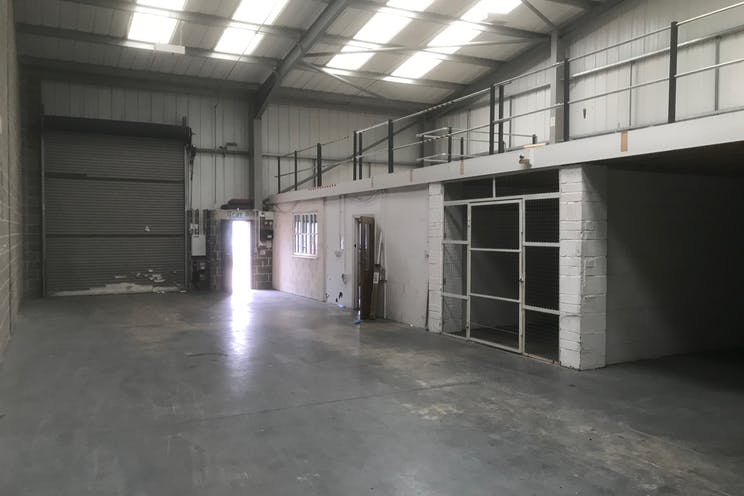 Unit 5 Rockfort Industrial Estate, Hithercroft Road, Wallingford, Industrial To Let / For Sale - IMG_3432.jpg