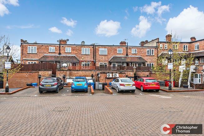 3 Broomhall Buildings, London Road, Sunningdale, Investment / Retail For Sale - b1b8b0fcd91e416fa9b4c3c53e9eec0f.jpg