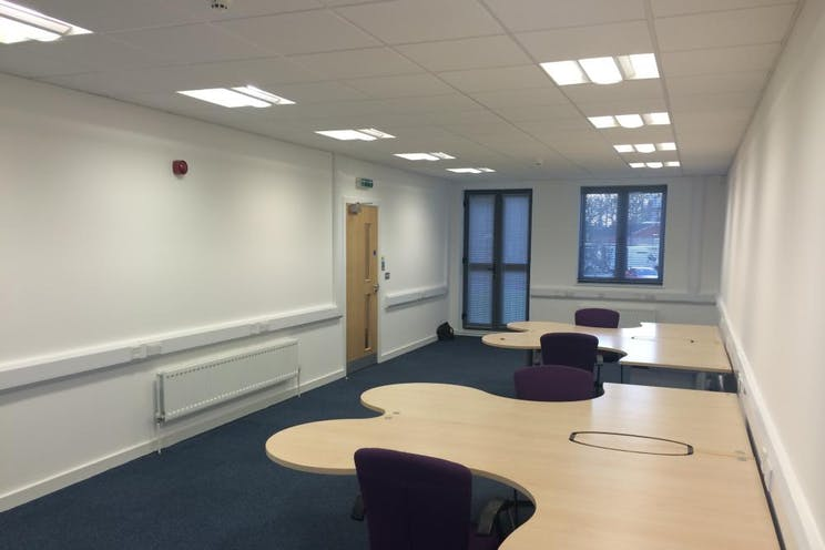 Unit 4 The Axis Centre, Leatherhead, Offices To Let - Internal 2
