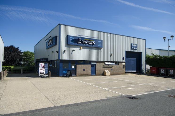 Unit 4, The Paddock Trading Estate, Newbury, Industrial To Let - BrewersPaddock.jpg