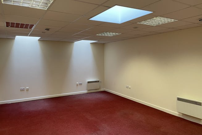 Unit 1C, Queens Apartments, Hastings, Office To Let - IMG_4950.JPG