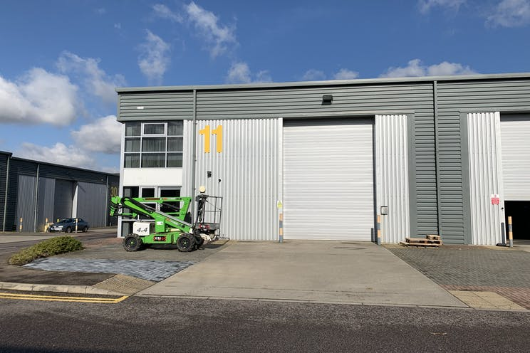 Unit 11 IO Centre, Salfords, Warehouse & Industrial To Let - IMG_2719.jpg