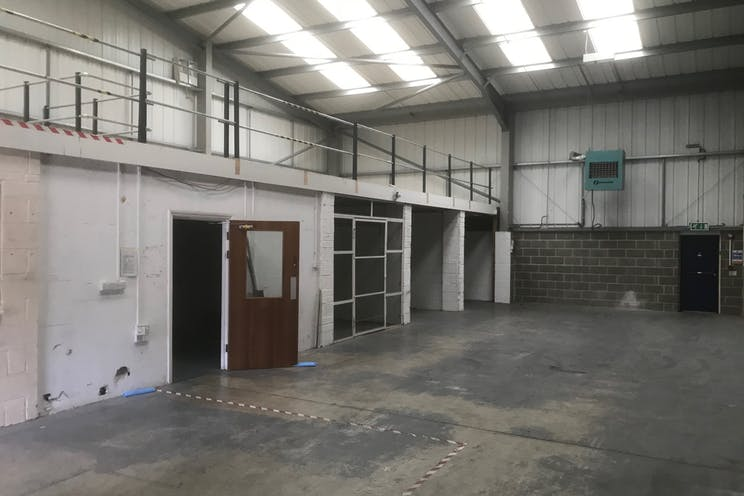 Unit 5 Rockfort Industrial Estate, Hithercroft Road, Wallingford, Industrial To Let / For Sale - IMG_3430.jpg