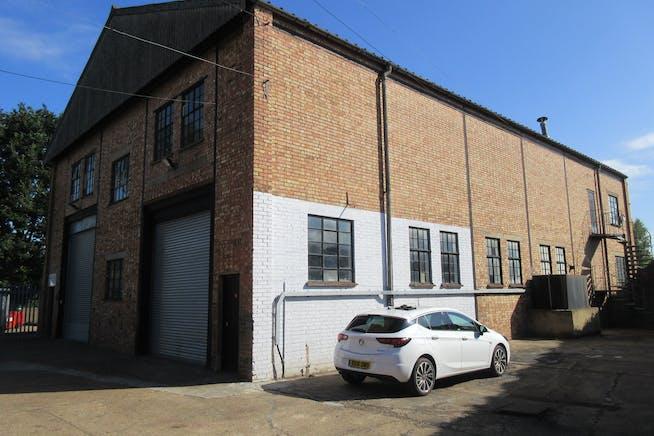 5 Cumberland Works, West Byfleet, Warehouse & Industrial To Let - IMG_1962.JPG