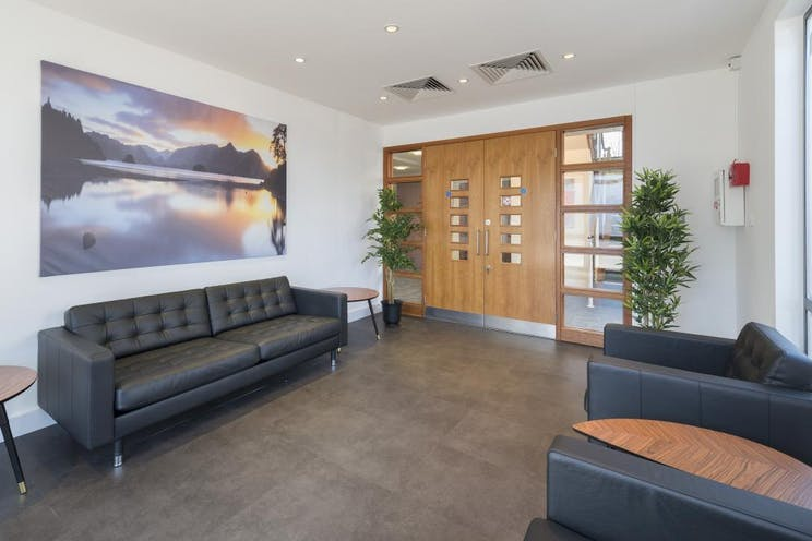 1st Floor Lindsey House, 1 Station Road, Addlestone, Offices To Let - Communal Area 1