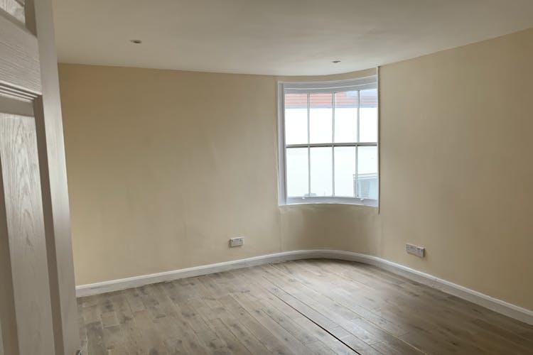 1st & 2nd Floors, 10 Middle Street, Horsham, Office To Let - IMG_2112.jpg
