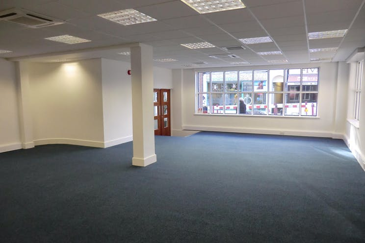 Ground Floor Left, Bridge House, 27 Bridge Street, Leatherhead, Offices To Let - CIMG1342.JPG