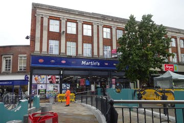 Burton House, 1-3 High Street, Leatherhead, Retail To Let - DSC02614.JPG