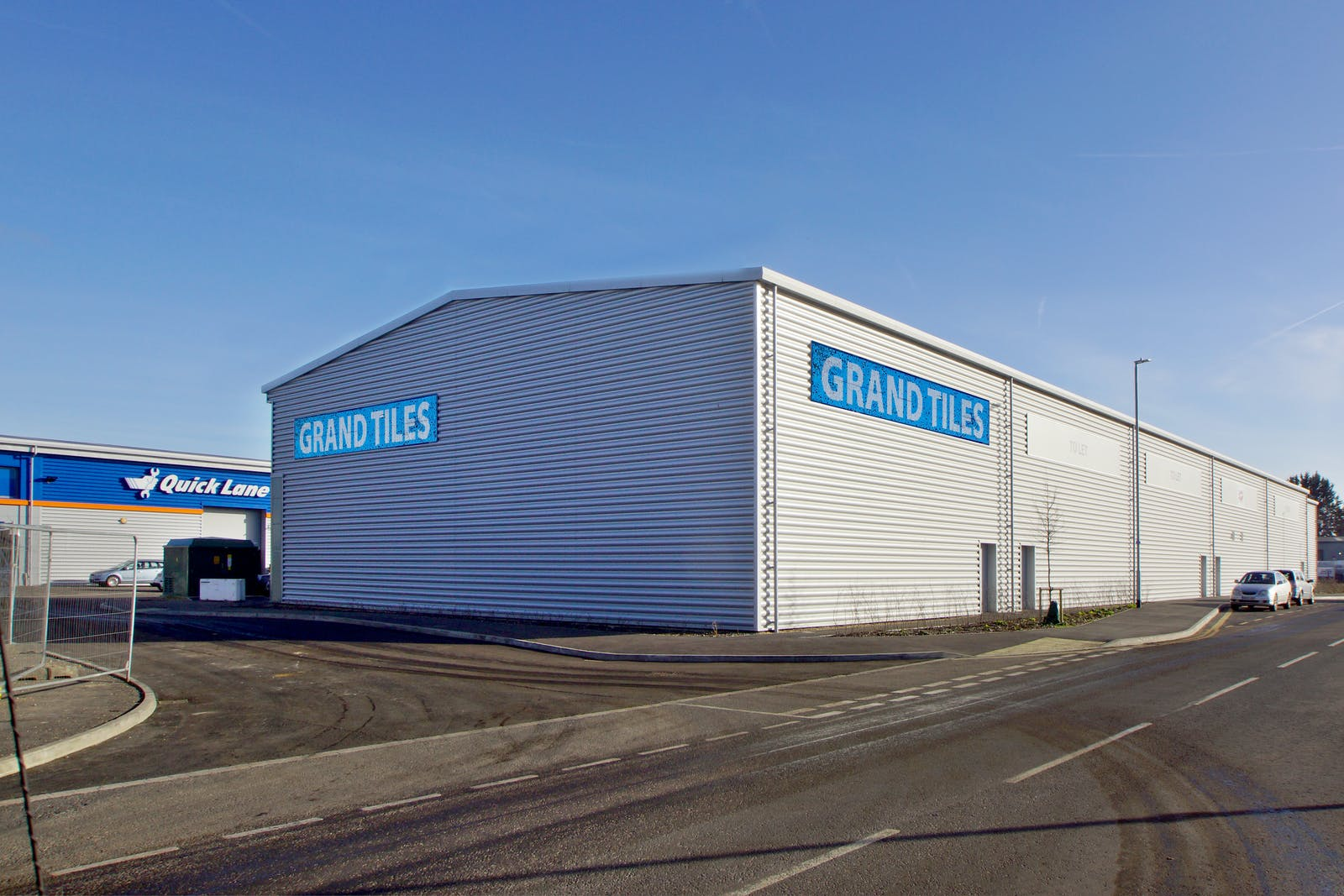Trade City Reading, Sentinal End, Reading, Industrial To Let - DSC01271 with grand tiles.jpg