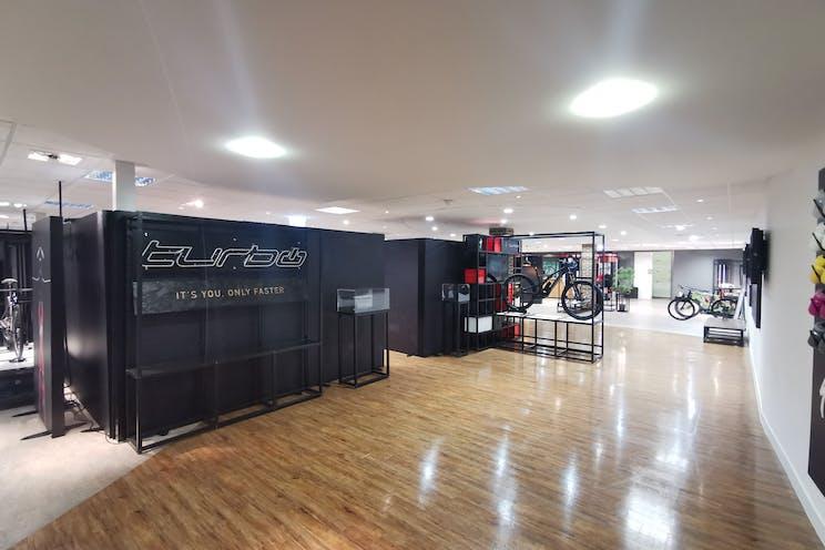 Unit 29 Barwell Business Park, Leatherhead Road, Chessington, Warehouse & Industrial To Let - Showroom2.jpg