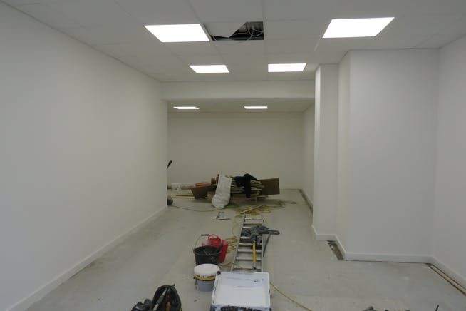 4 Camp Road, Farnborough, Retail To Let - IMG_0667.JPG