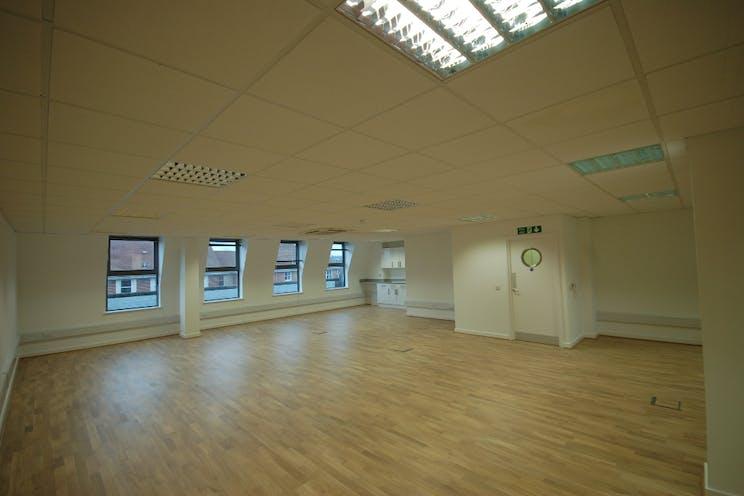 3rd Floor, 118-128 London Street, Reading, Office To Let / For Sale - DSC_0005.JPG