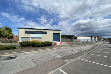 Units 22 And 23 Vale Industrial Estate, Aylesbury, Industrial To Let - IMG_8596 2.JPG