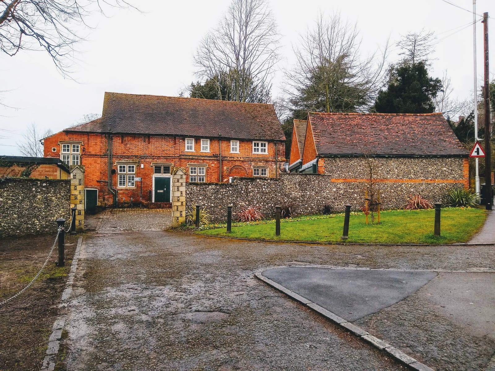Caversham Court, Reading, Office / Residential / Education / Healthcare To Let / For Sale - Caversham Court Reading RG4 7AD driveway approach wider angle.jpg