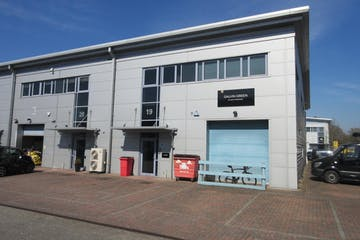 Unit 19 Trade City, Weybridge, Warehouse & Industrial To Let - IMG_8240.JPG