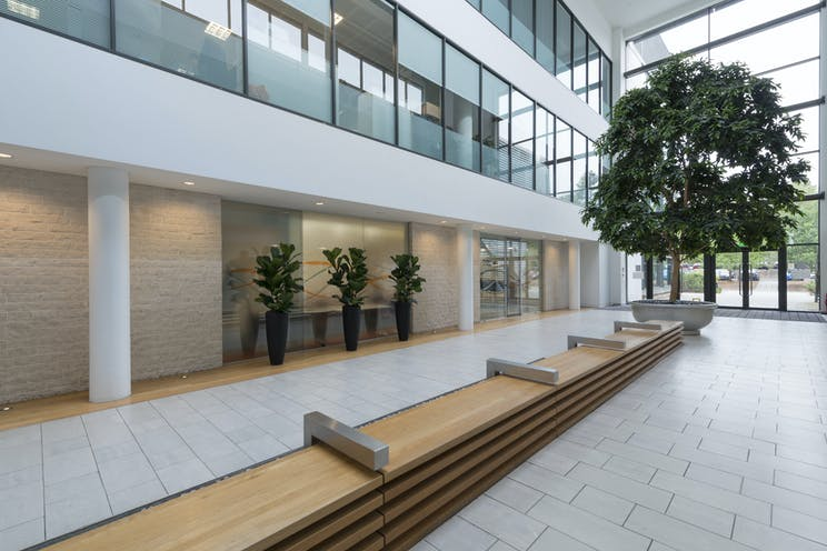 Crowthorne House, Wokingham, Offices To Let - Communal.jpg